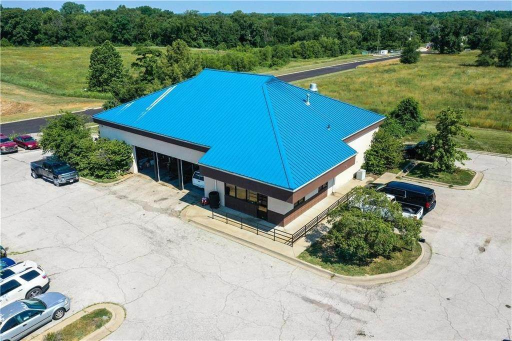 Commercial for Sale at 13040 Canaan Center Drive Bonner Springs, Kansas 66012 United States