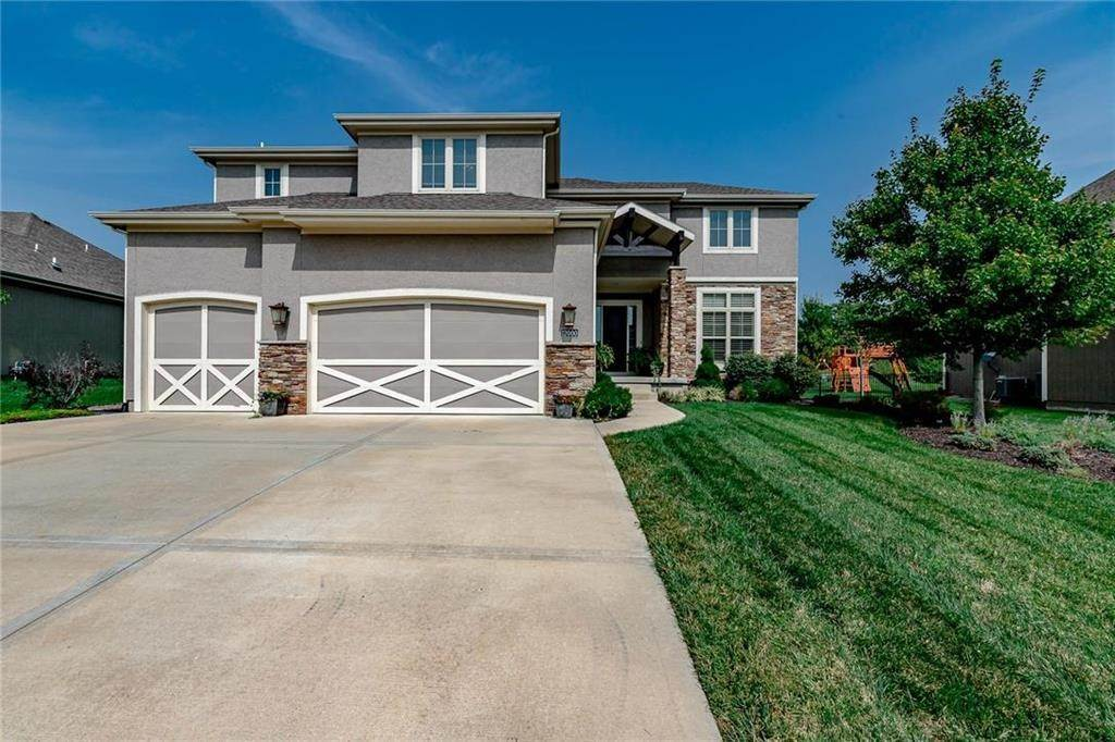 3. Single Family Homes for Sale at 12000 160th Place Overland Park, Kansas 66062 United States