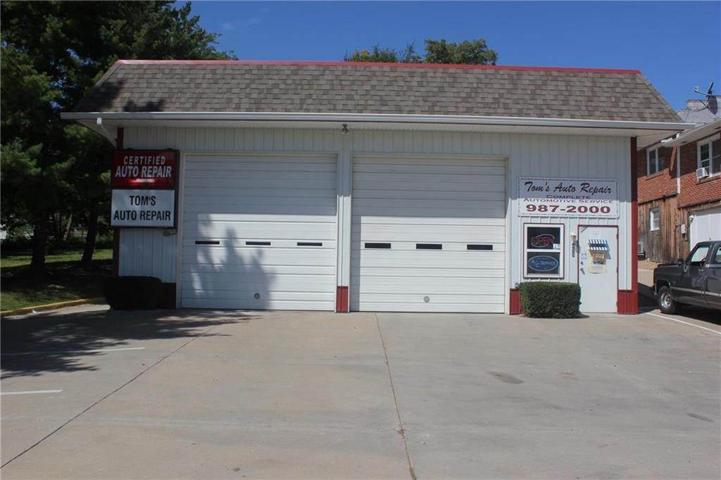 Commercial for Sale at 413 State Route 7 Highway Pleasant Hill, Missouri 64080 United States