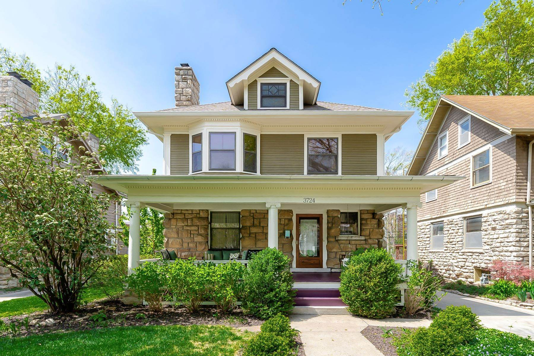 Single Family Homes for Sale at Gorgeous Roanoke Home 3724 Jefferson Street Kansas City, Missouri 64111 United States
