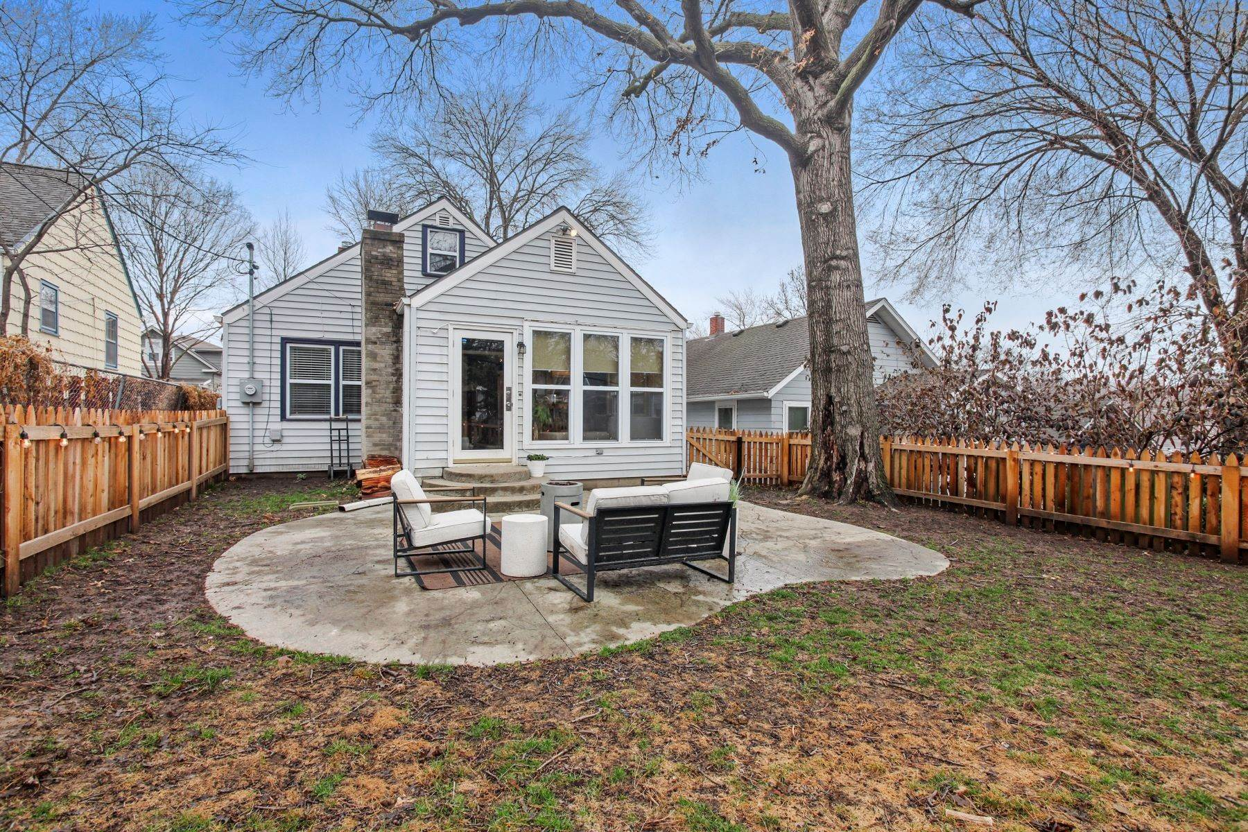 22. Single Family Homes for Sale at Charming Westwood Bungalow 2003 West 47th Terrace Westwood, Kansas 66205 United States